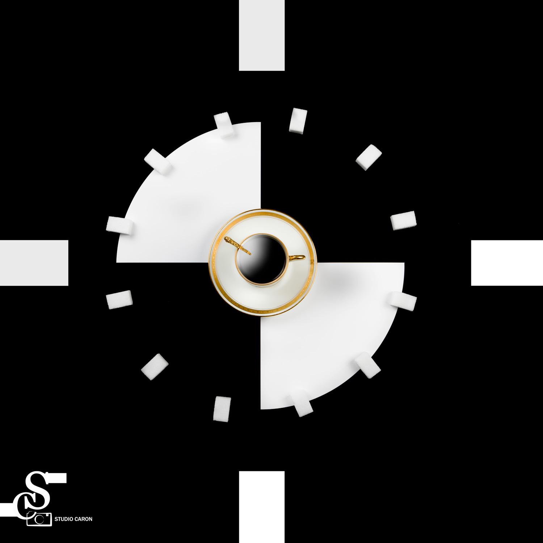 Séance studio objet fond noir et blanc pour image café