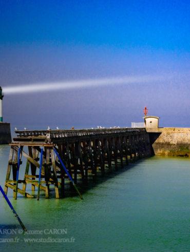 Digue et ponton de mer les bains, phare du tréport