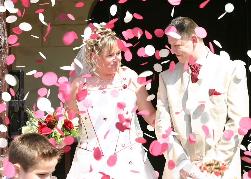 mariés sortant de l'eglise